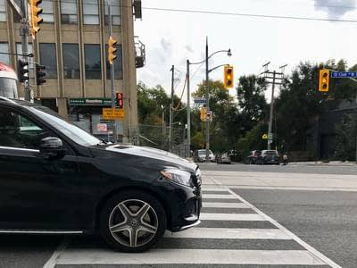Yet another study confirms that drivers of expensive cars are more likely to ignore pedestrians